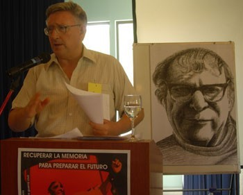 Alan Woods speaking 2006 Image IDoM