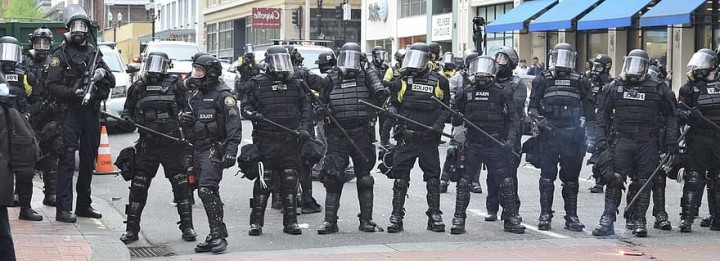 portland police protest riot demonstration enforcement Image Pikist