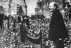 Lenin-addressing-crowd 1918