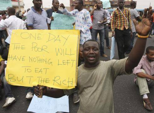Nigeria fuel price protest turns violent 51PQQPE x large
