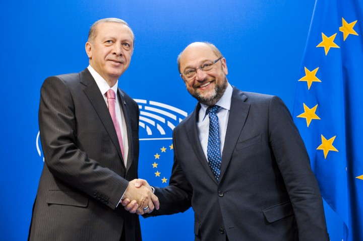 Martin Schulz shaking hands with Turkeys right wing President Erdoğan Image Flickr Martin Schulz