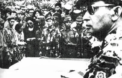 Suharto at funeral Image public domain