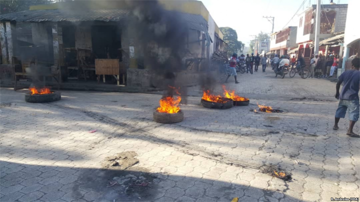 2019 Haitian protests tire fire Image public domain