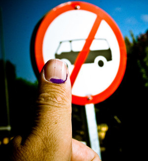Indelible ink on the left thumb indicates that a person has voted. Photo by Axel Bührmann on flickr.