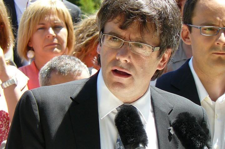 Carles Puigdemont Foto Puigdemont acompanyat de càrrecs electes de CiU