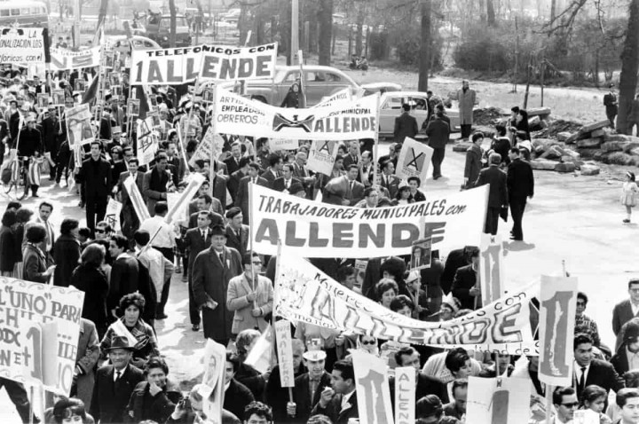 Allende supporters Image public domain