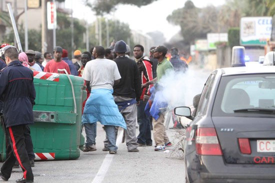 Italy: The revolt of the Rosarno orange pickers against racism