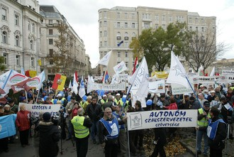 Demonstration by public service workers in defence of their wages and conditions, Budapest, November 29