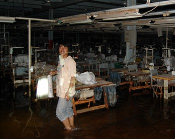 The factory had been affected by flooding. Since the company owners had cut off the electricity supply, the workers had not been able to use the pump to remove the water.