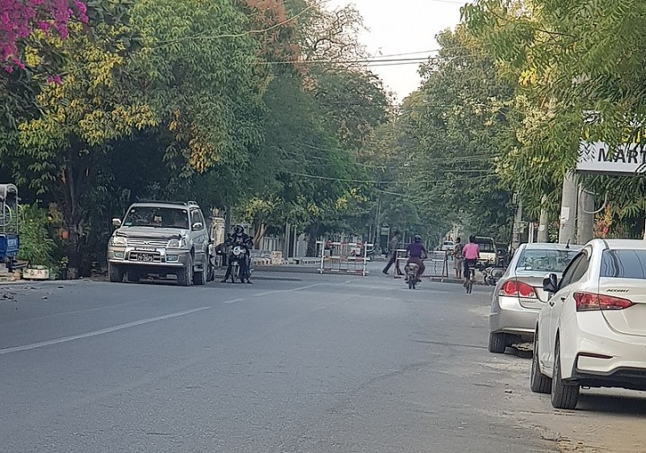 Military blocked Mandalay Region Government Office Image Kantabon