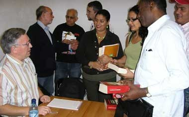 Alan Woods presents his book Bolshevism: the road to revolution at 2007 Havana Book Fair