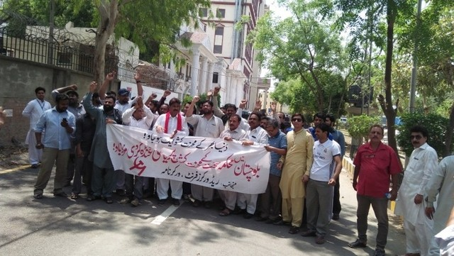 Lahore Paramedical Staff Protest against police brutality on Balochistan health workers in Quetta 3