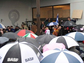 Workers hold a rally outside the Waterford Crystal Visitors' Centre. Photo by Eirigi.