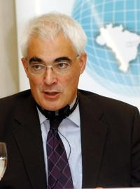Alistair Darling proposes an indadequate rescue plan. Photo by Antonio Cruz, ABr.
