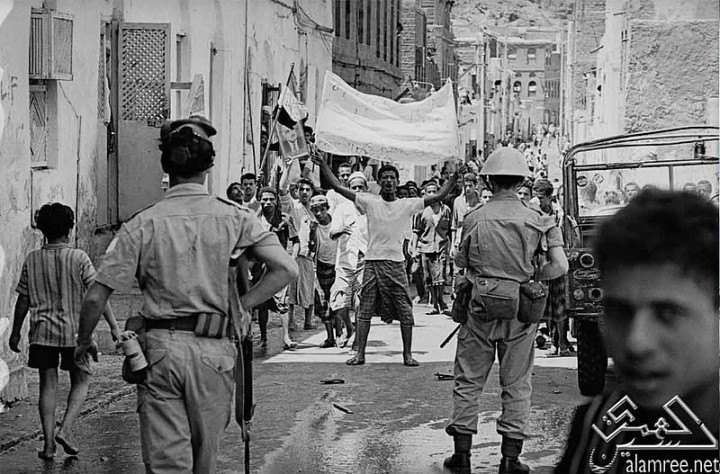 Yemeni demonstrators in 1967 Image العمري