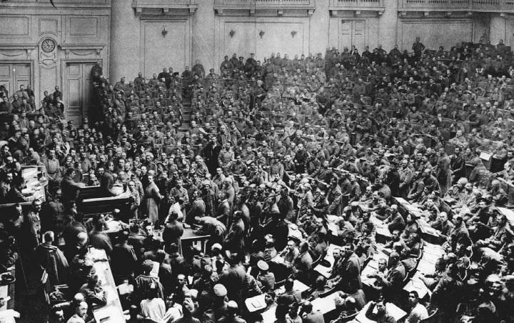 PetrogradSovietApril1917 Image public domain