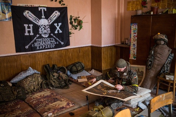 azov-soldier-sitting