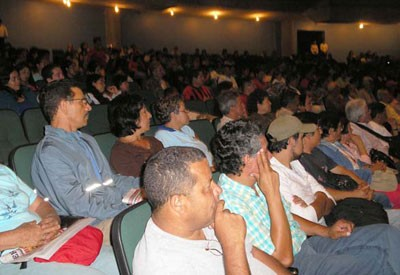 800 people attend meeting on the Bolivarian Revolution and Socialism