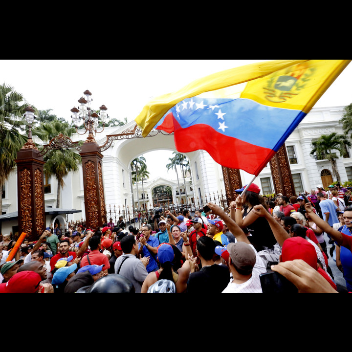 Bolivarians taking over parliament Henry Tesara AVN