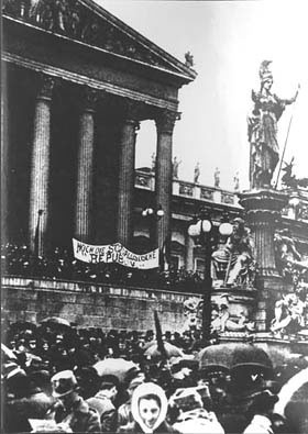 Demonstration in front of Parliament in 1918