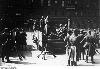 Soldiers of the Austrian Army during the fightings (Photo by Deutsches Bundesarchiv on Wikipedia)
