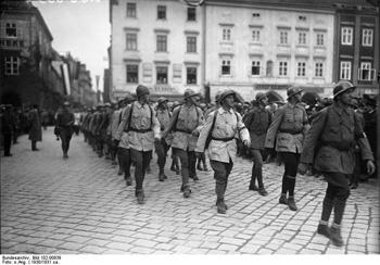 Parade of the Republican Defence Corps, about 1930/31 (Photo by Deutsches Bundesarchiv on Wikipedia)
