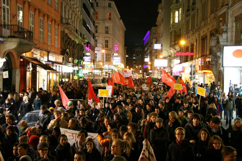 Demonstration on October 28 in Vienna. Photo by #unibrennt on flickr.