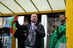Erik Demeester speaking at rally. Photo: Vinciane Convens