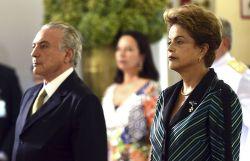 Dilma Rousseff e Michel Temer em 16 de dezembro de 2015