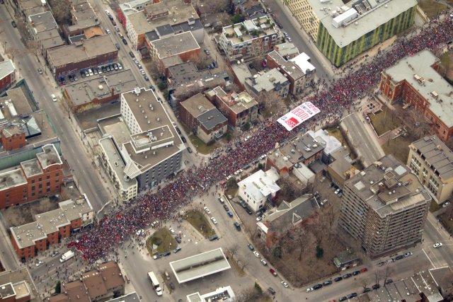 http://www.marxist.com/images/stories/canada/483632-plusieurs-dizaines-milliers-etudiants-envahi.jpg