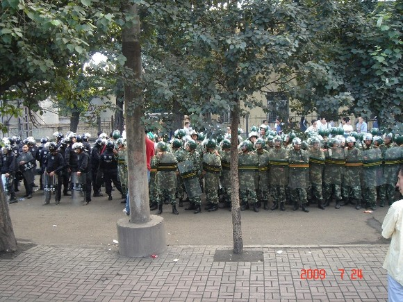 Riot police tries to break up the Tonghua Steel workers' protest.