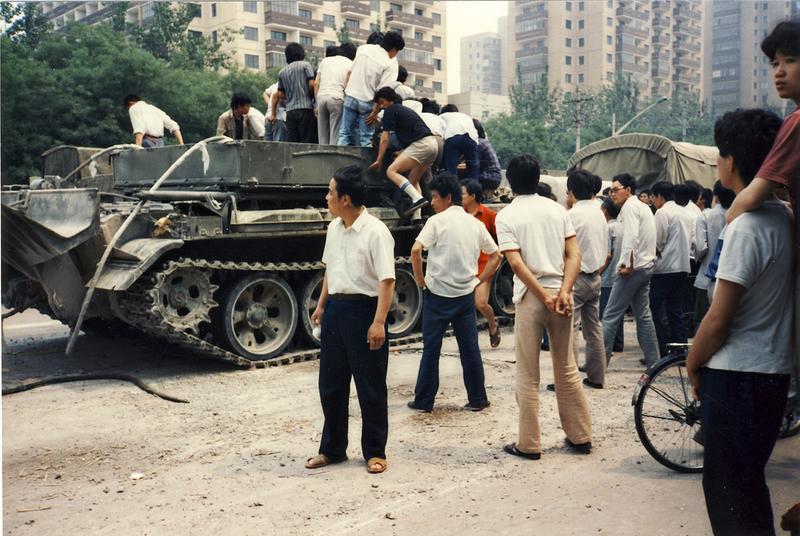 sixfoureightynine-beijing civilians mount tank