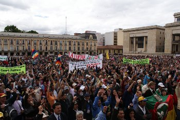 Half a million Colombian workers took part in the one day general strike called by the CUT trade union confederation. Photo from Indymedia Colombia.