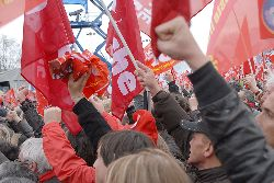 The Internationale being sung at rally. Photo: Khomille