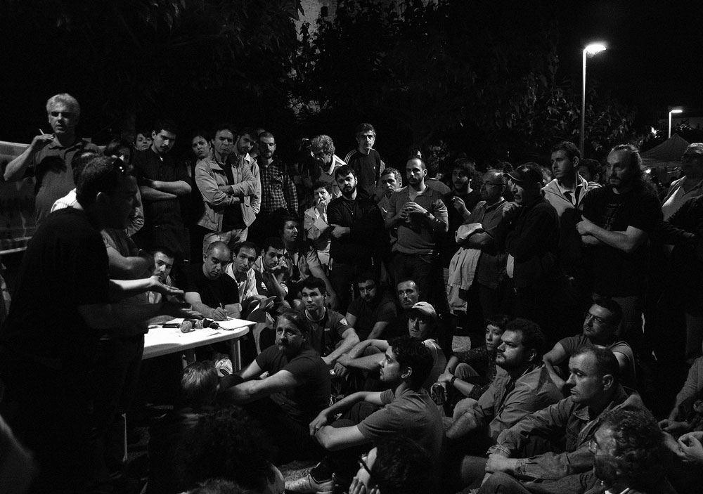 Assembly in Thessaloniki preparing manifesto, May 27. Photo: Asteris Masouras