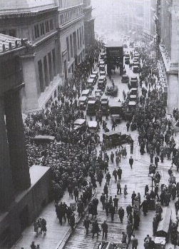Crowd outside Wall Street 1929