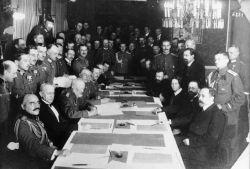 Brest-Litovsk signing-CC BY-SA 3dot0 de Bundesarchiv Bild 183-R92623