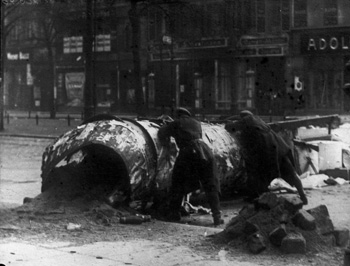 Fighting in Berlin during the German Revolution in 1919. Photo by Bundesarchiv.