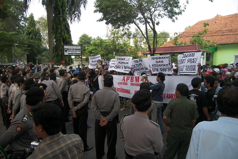 May Day Marchers in Jombang confronted by the Police