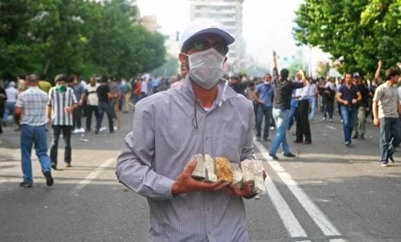 Demonstrators in Tehran fighting back forces of the regime, Saturday June 20. Photo by .faramarz