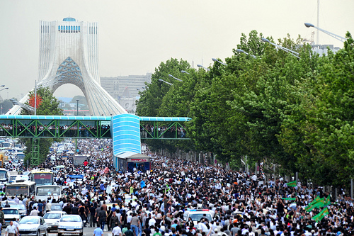 Enormous movement against the electoral fraud in Iran. Photo by Hamed Saber.