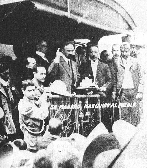 Francisco I. Madero campaigns from the back of a railway car in the Mexican election of 1910 against Porfirio Díaz.