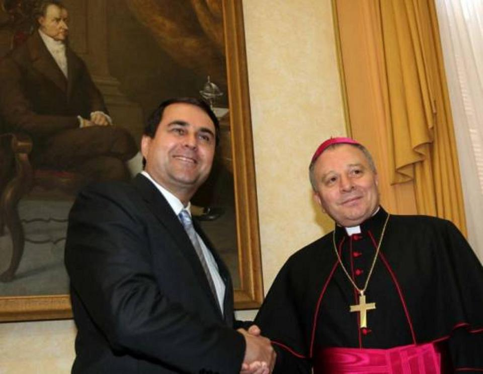 http://www.marxist.com/images/stories/paraguay/iglesia_franco.jpg