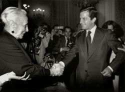 pasionaria leader of the cpe shaking hands with adolfo suarez copy copy