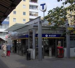 Husby tunnelbanestation ingång