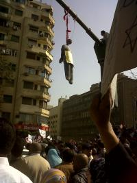 February 1, a dummy Mubarak is dangling from a lamp post. Photo: monasosh.