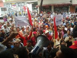 Cientos protestaron frente a la Cancillería. Foto: Luigino Bracci