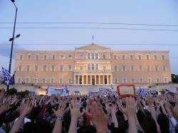 Democracy in practice, in front of the gates of Parliament, May 28. Photo: Ionnis Poulopoulos.