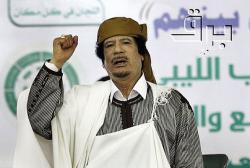 Moammar Gaddafi gestures to his supporters in Tripoli before making a speech (March 2, 2011) - Photo: Reuters/Ahmed Jadallah (Creative Commons)