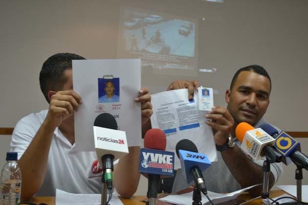 Abraham Rivas documents. Photo: Luissana Cárdenas / Noticias24